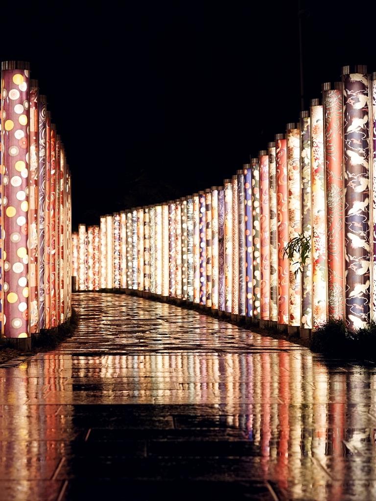京都 嵐電嵐山 雨夜の輝き