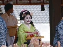 京都 節分祭 祇園甲部による豆撒き V