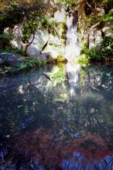 紅葉と小滝 - IMGP2140