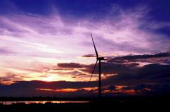 風車のある夕景