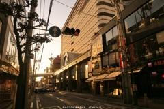 照らされる街並みで