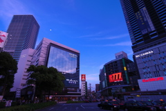 暮れる広島駅前