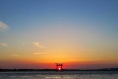 1600枚目は弁天島の夕陽を