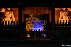 称名寺仁王門と金堂のライトアップ