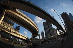 首都高速下を魚眼レンズで撮影