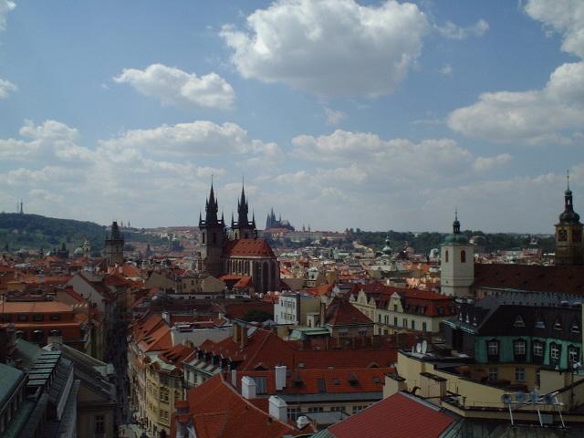 火薬塔からプラハ城を臨む