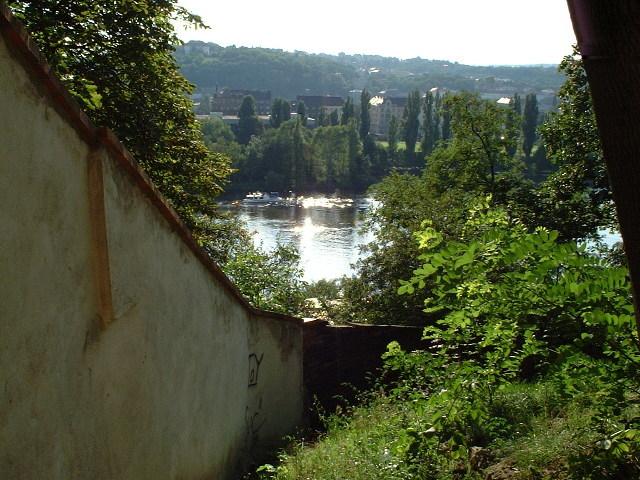 ヴィシェフラドから見えるモルダウ川