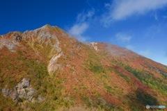 色づく朝日岳