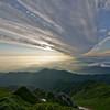 飯豊山、朝日は雲の向こうに