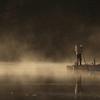 ボート屋さんと池面に立つ霧