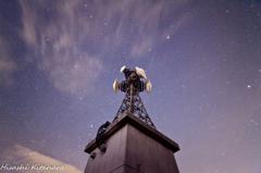 電波塔と星空