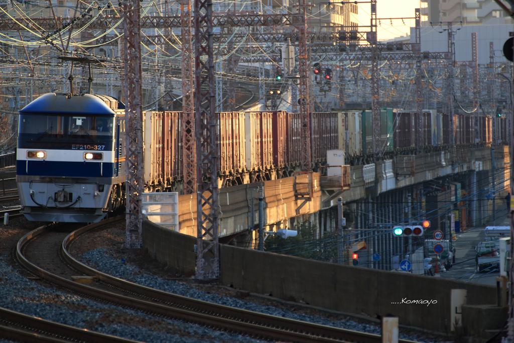 朝日の貨物列車