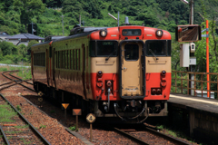 牧山駅での列車交換