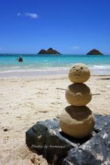 ラニカイビーチの砂ダルマ