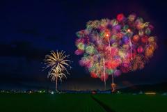 思い出の花火大会: 二年前の大石田まつり最上川花火大会