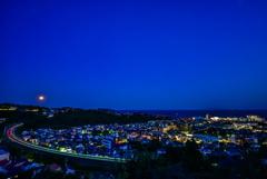 満月と湯河原夜景