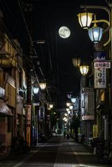 月夜の商店街