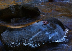 凍てつく背戸岩