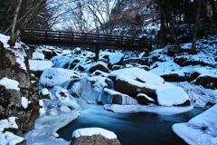 厳冬山鶏滝