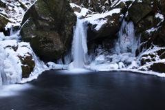 厳冬滝川渓谷 ~おぼろ滝~