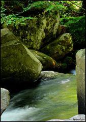 癒しの渓谷 三 ~緑の岩とせせらぎ~
