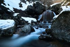 雪解け始まる ~ 終冬三日月滝 ~