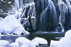 雪彩馬尾滝