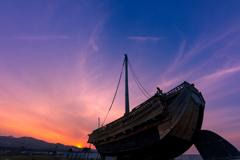 夕暮れの北前船