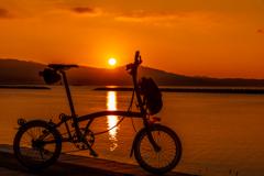 沈みゆく夕陽を眺めながら