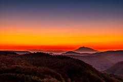 渓谷の先の霊峰・岩木山