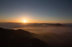谷川岳と朝陽