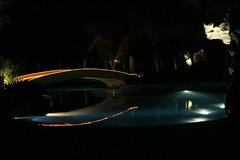 プールの光