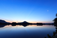 藍より静かな夜明け