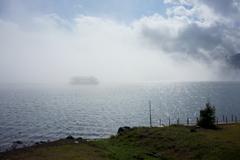 遊覧船に霧中