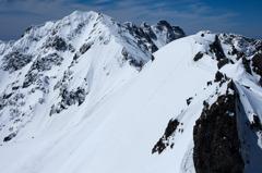 雪稜を目指す