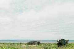 海沿いの倉庫