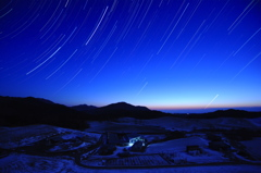 凛とした冬の夜明け近くに