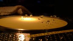 浮遊する水滴
