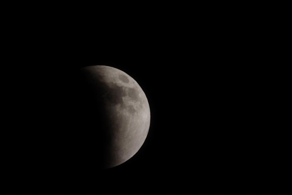 皆既月食の途中