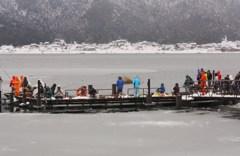 カラフルな釣り人