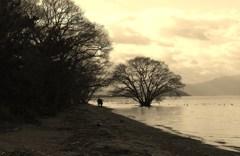 湖畔の二人