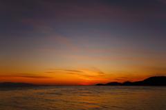 遠き海に陽は落ちて