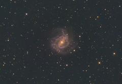 M83 南天の回転花火銀河