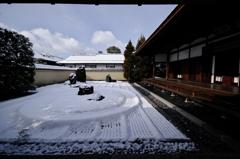 雪の一枝担