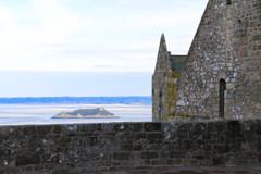 石塀の向こう側