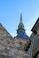 尖塔の上のミカエル