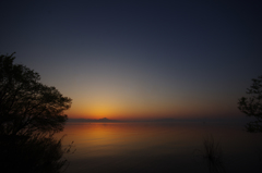 琵琶湖 夜明け前