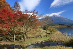 秋色の湖畔