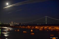 月光と夜の海