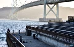 橋と釣り人達